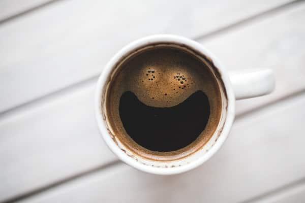 Blog Aegon Mindfulness-taza-cara-feliz