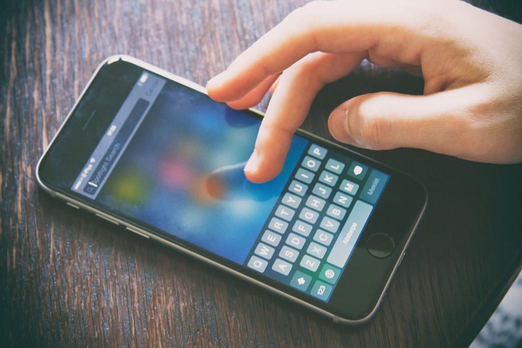Enganchados a las redes sociales -Aegon