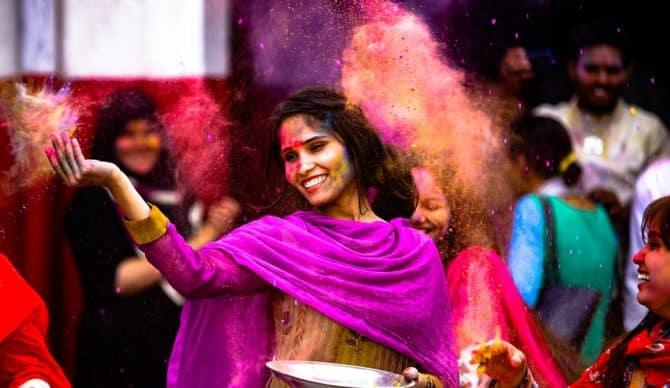 ¿Conoces la fiesta Holi? Así celebran la vida en la India