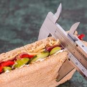 Sandwich siendo medido