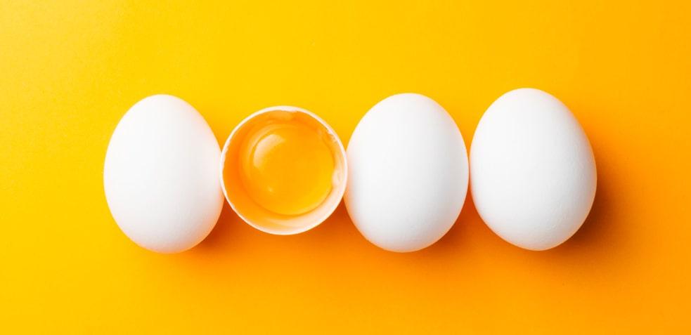 4 huevos crudos. Recetas saludables con huevo