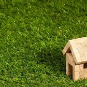 casita pequeña hecha de cuadraditos de madera