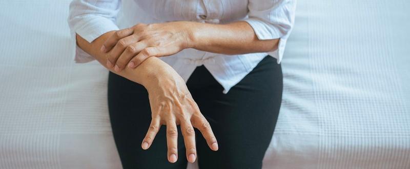 temblores primeros sintomas del parkinson