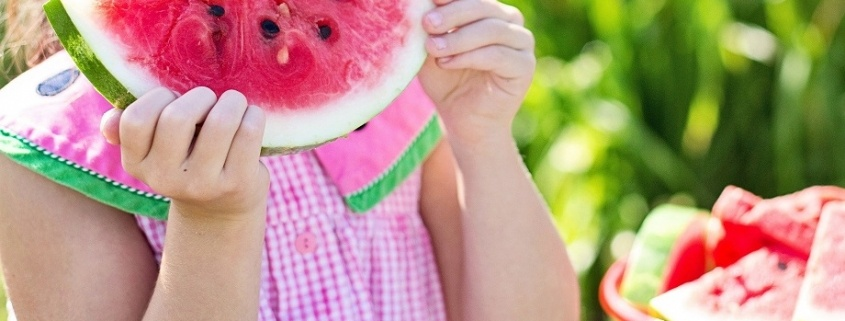 la sandía es un buen ejemplo de frutas de temporada beneficiosas para nuestra salud