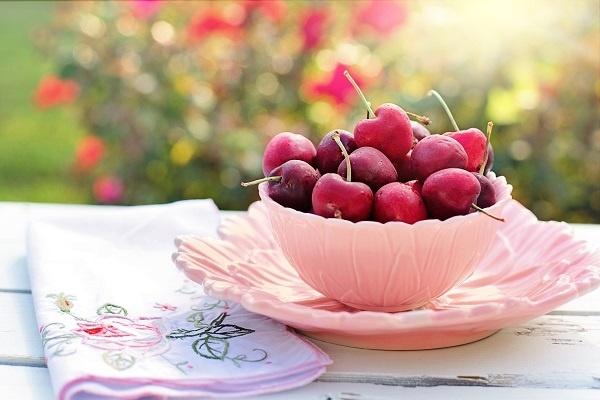 las cerezas son frutas de temporada en verano