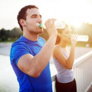 hidratarse al practicar deporte es fundamental