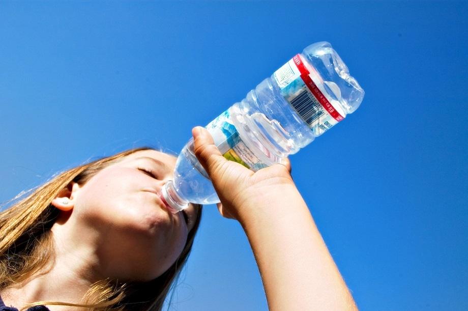 el consumo abundante de agua reduce el riesgo de infeccion de orina