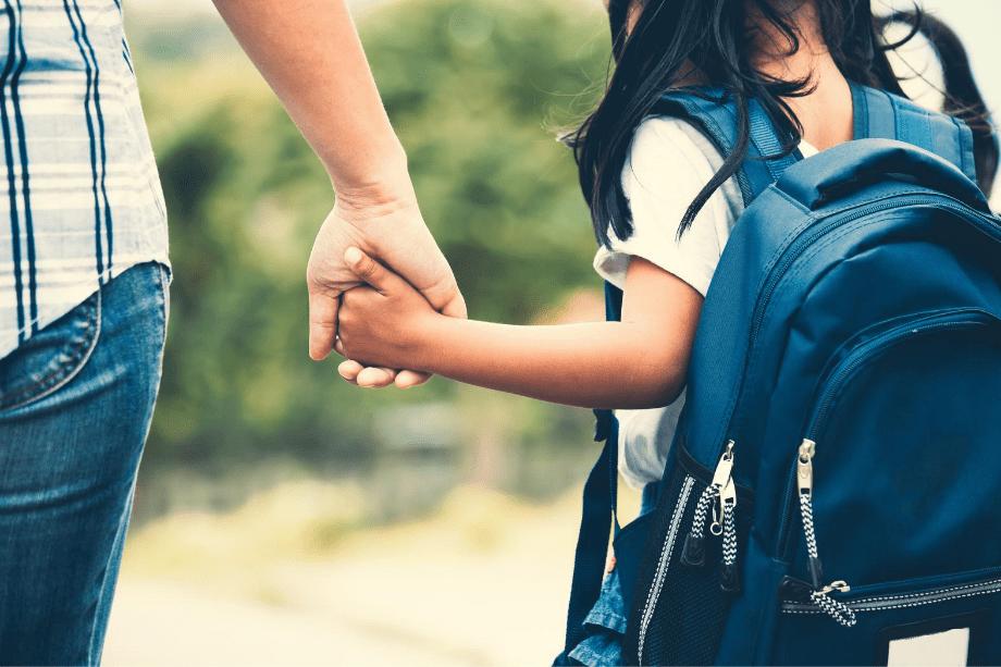 madre e hija en la vuelta al colegio
