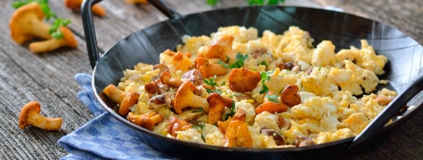 receta revuelto huevos champiñones y pollo