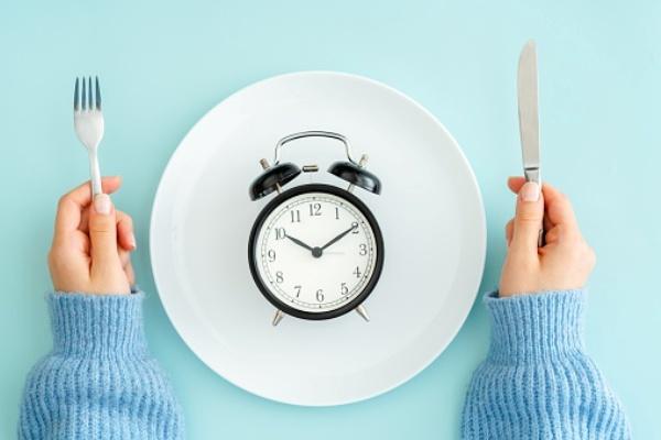 El ayuno intermitente implica no comer al menos durante 12 horas