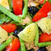 En la ensalada de patatas se incorpora usualmente el tomate
