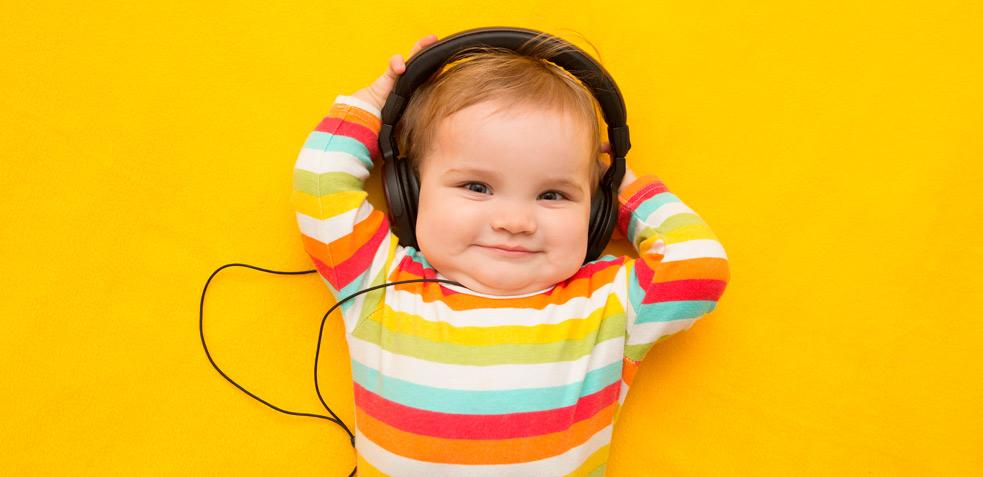 bebé con música relajante