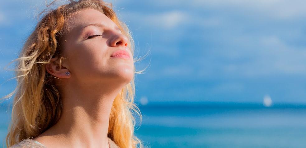 mujer tomando el sol vitamina d
