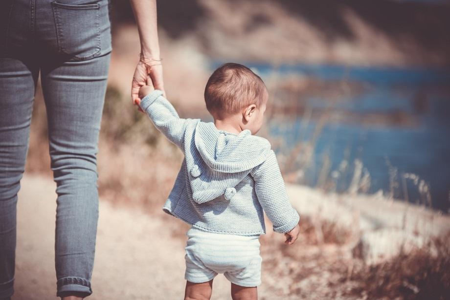 ayudas a familias monoparentales con hijos